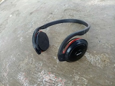 black and red headphone