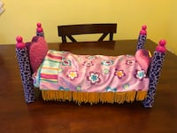 Doll bed with attached blanket  Pittsburgh, 15237