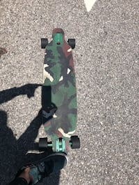 Green and black camouflage long  board Los Angeles, 90094