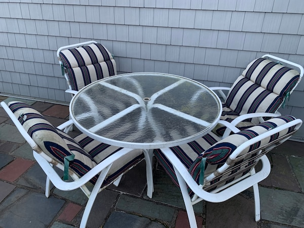 Used Round White Metal Framed Gl Top Patio Table Set For In Wantagh Letgo