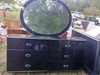 Excellent dresser has the whole set if interested  San Antonio, 78210