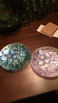 2 flower plates. Pick up only  Bryan, 77801
