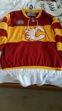 Calgary Flames Youth X-Large Jersey