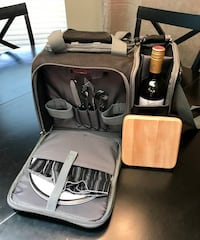 Wine picnic basket LOOKING TO MOVE THESE ITEMS. MAKE ME A REASONABLE OFFER. CROSS POSTED.  Land O Lakes, 34639