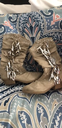 Women's boots size 8 West Columbia, 29170