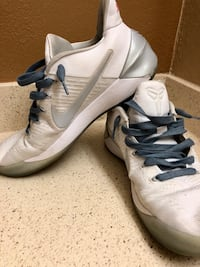 Men's Nike shoes  Maryland Heights, 63146