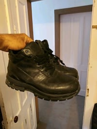 pair of black leather work  Nike size 11 like new  Troy, 12182