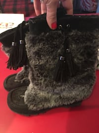 pair of gray fur boots