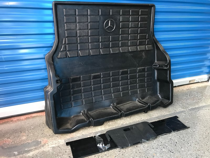 Genuine Mercedes Benz Cargo Liner with Dividers (C-Class) 30773269-fb2c-4864-9133-3ab4fd33410f
