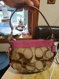 Authentic coach handbag Brentwood, 11717