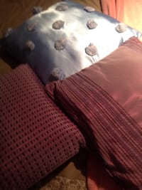 Small cushions. 5 each or 3 for 10 Toronto, M9R 3J3
