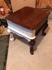 Large wood end/ side table Myerstown, 17067