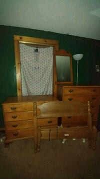 """Moving must sell. Antique """"60-70"""" 4pc twin set Ansonia, 06401"""
