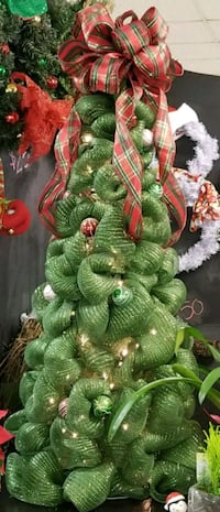 Large deco mesh christmas tree with lights 105 mi