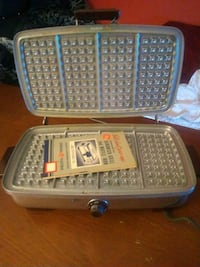 Vintage Sandwich and waffle maker Henderson, 42420