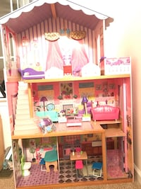 Barbie Dream house with furnishings and accessories (cross posted) Quantico, 22134