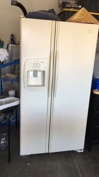 White side-by-side refrigerator with dispenser Las Vegas, 89123