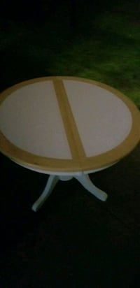 round white and brown wooden table