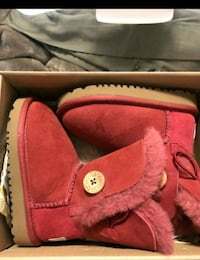 Ugg boots size 6 toddler
