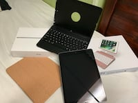 iPad 6th generation (32g) with 2 cases  Commack