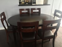 Wooden dining table with 6 chairs! In a great condition  Toronto, M1P 0A1