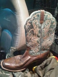 Sz 9.5 Ariats. double rose embroidery Pattern Rathdrum, 83858