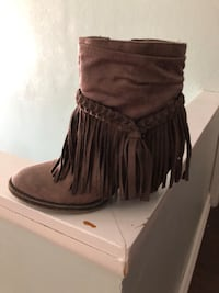 Unpaired brown suede chunky heeled boot Brooklyn, 44144