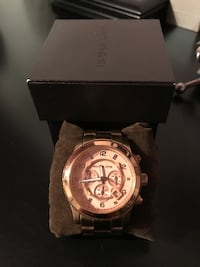 Round gold chronograph watch with link bracelet Vaughan, L6A 1V2