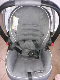 Car seat with base excellent condition  Brampton, L6S