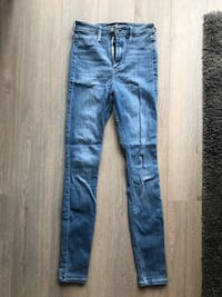NEW HOLLISTER Ultra High Rise Jean Markham, L6B 0R9