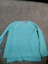 Ladies knitted sweater Surrey, V3X 1S8