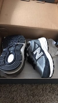 Pair of black-and-white new balance sneakers Silver Spring, 20904