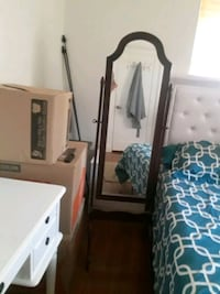Stand Mirror. Antique tipe. Hollywood, 33020