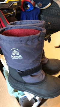 black and yellow The North Face backpack New Tecumseth, L9R 2E1