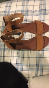 Sandal type shoes Downers Grove, 60515