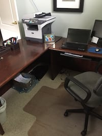solid oak  computer desk, very well constructed  Sherwood Park, T8A 6L4