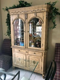 China display cabinet... Pick up from Vaughan Vaughan, L4H 1R9