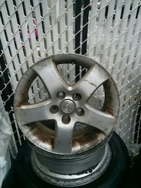 two gray Toyota 5-spoke wheels Montréal