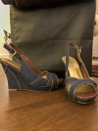Guess wedges, size 8
