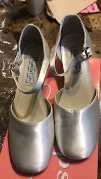 Kids shoes size 2  Ridgeland, 39157
