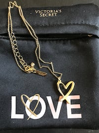 gold-colored chain necklace with heart pendant Marysville, 95901