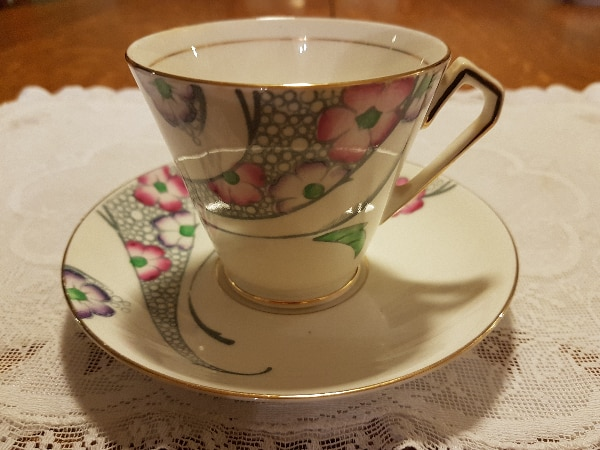 Hand Painted Pink Floral Victoria Cartwright & Edwards (C & E) Tea Cup Set From 1912-1955 For Sale!