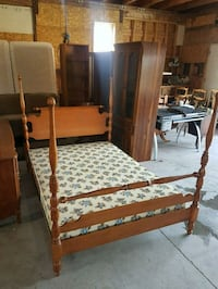 maple double bed frame and box spring  Brampton, L6X