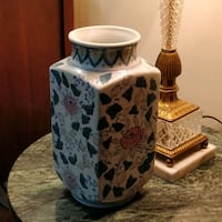 """Beautiful 10"""" tall Chinese vase in excellent shape Toronto, M2J"""