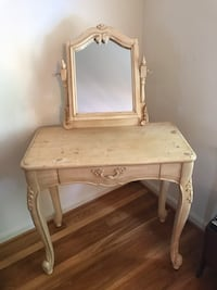 wooden vanity table with mirror Derwood, 20855