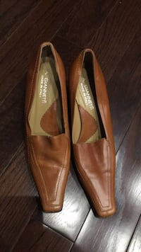 Pair of brown leather pointed-toe flats Oakville, L6L 5V9