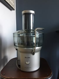 White and gray breville juice extractor Toronto, M6H 2G2