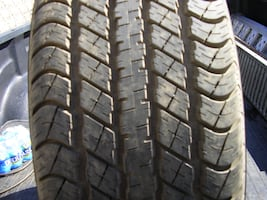 "*Goodyear P275/60R20 Tire With 11/32"" Tread Left - No Damage Or Leaks - Tread Is Like New Condition*"
