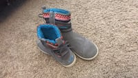toms fuzzy boots size 3.5 kids San Angelo, 76901