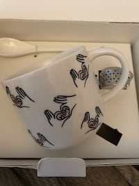 NIB lovely tea set for mom Laval, H7W 2J3